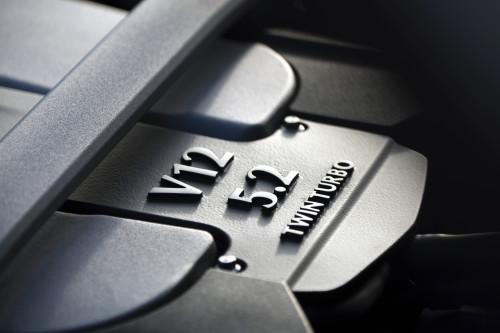 Aston Martin DB11 010316 1400CET_38.jpg