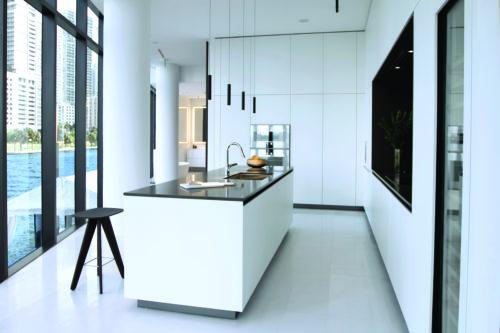 AstonMartin_Kitchen_R.jpg
