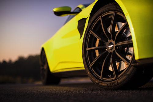 Aston Martin VantageLime Essence21-jpg