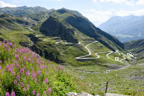 Aston Martin Art of LivingSwiss Alps 3-jpg
