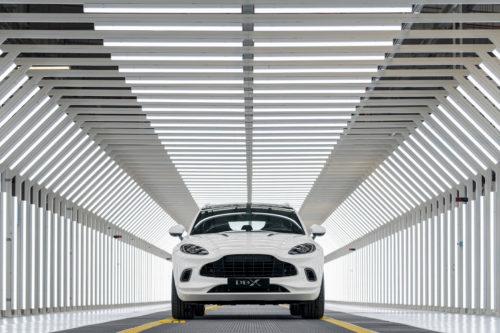 Aston Martin DBX 4-jpg