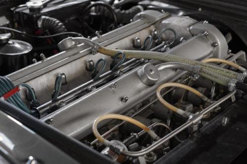Aston Martin DBS Vantage  2-jpg